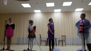 """Сценка """"Три мамы"""" учащихся хореографического отделения"""